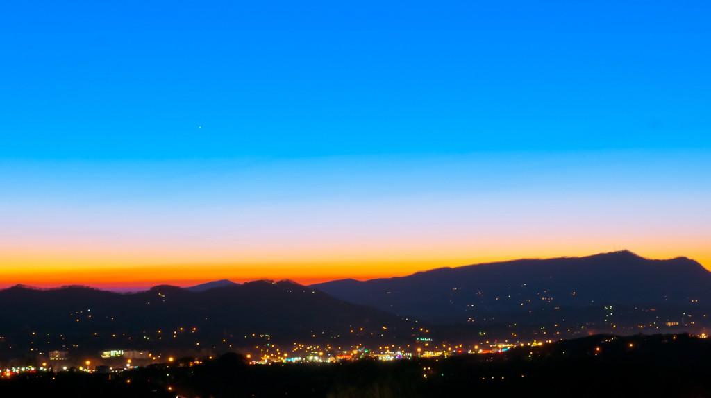© Sunset at Pigeon Forge, allenran 917/Flickr