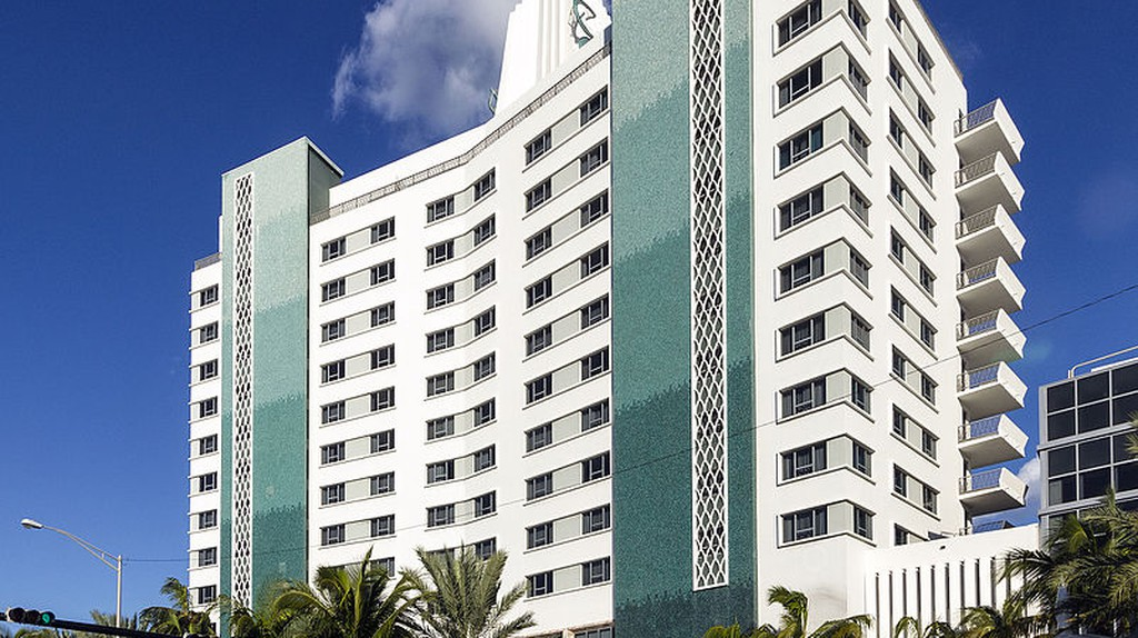 Eden Roc, Miami Beach, built 1956 | Acroterion/Wikipedia Commons