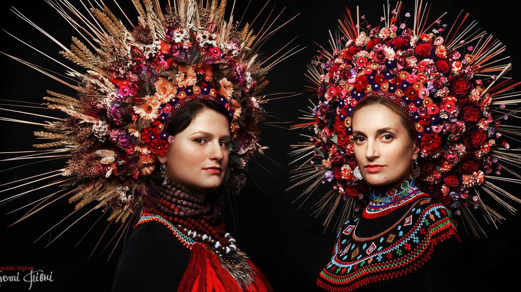 Ornate Ukrainian headdresses | © Treti Pivni/Third Rooster