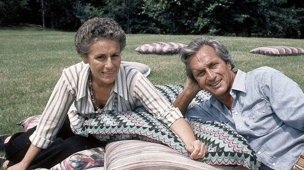 The Italian fashion designer Ottavio Missoni Rosita Missions (Rosita Jelmini) and his wife sitting on the lawn of their mansion. Sumirago (Varese), Italy, July 1975