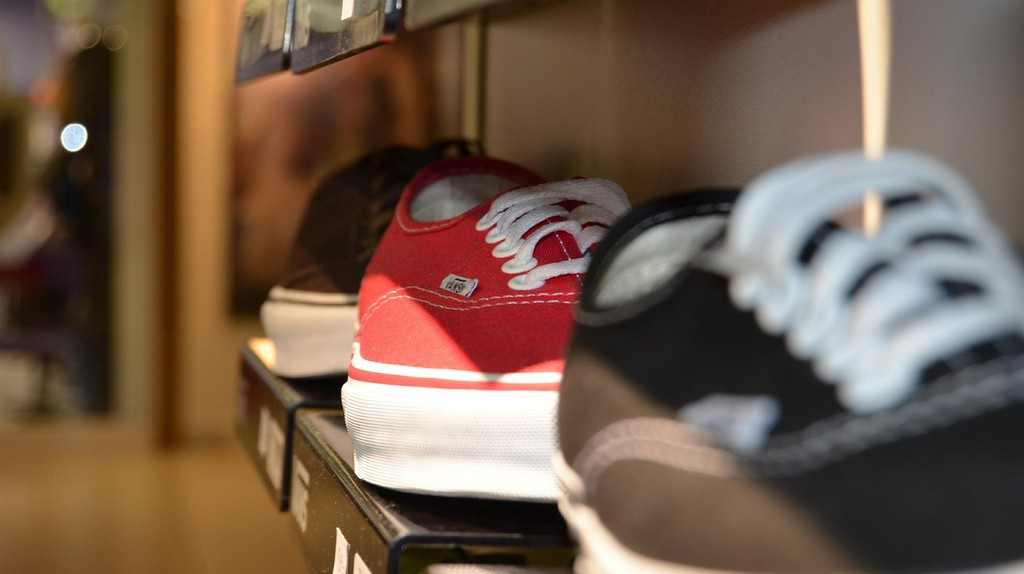 Shoes on a shelf | © Jarmoluk/Pixabay