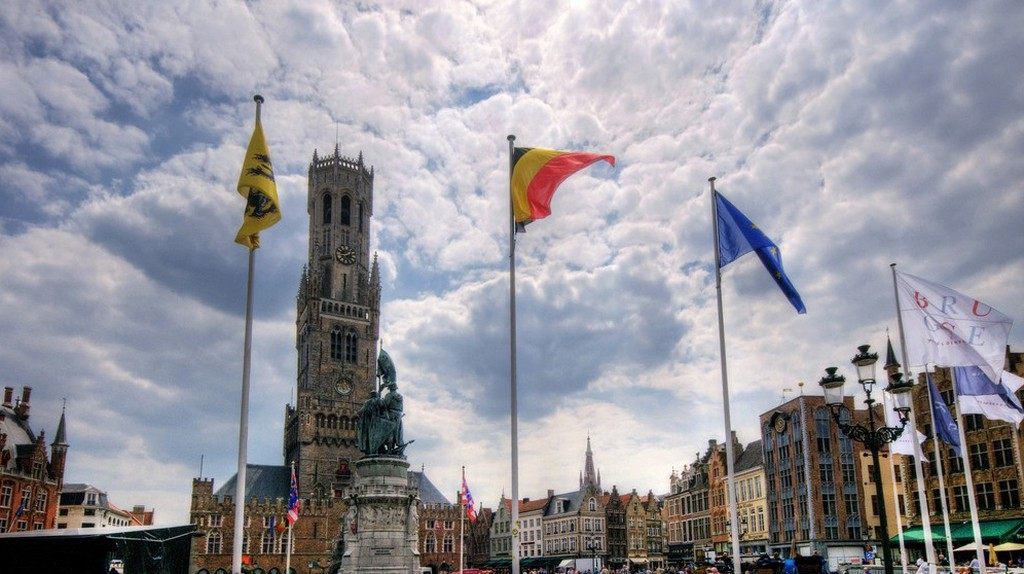 Part of what makes Bruges' Belfry so imposing is that it can be seen watching over the quaint city from many vantage points | © Wolfgang Staudt/Flickr