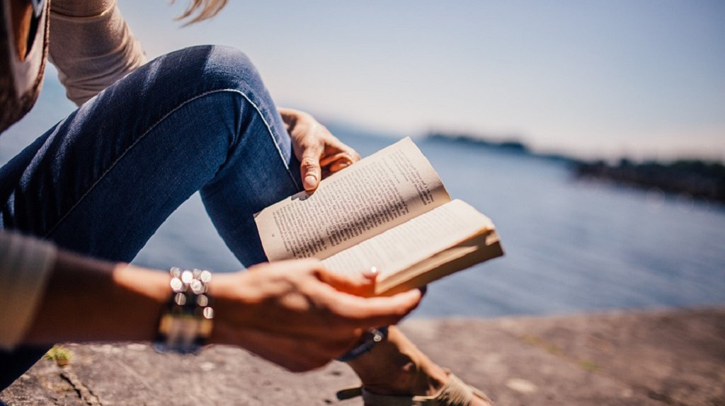 Get back into reading   © StockSnap/Pixabay