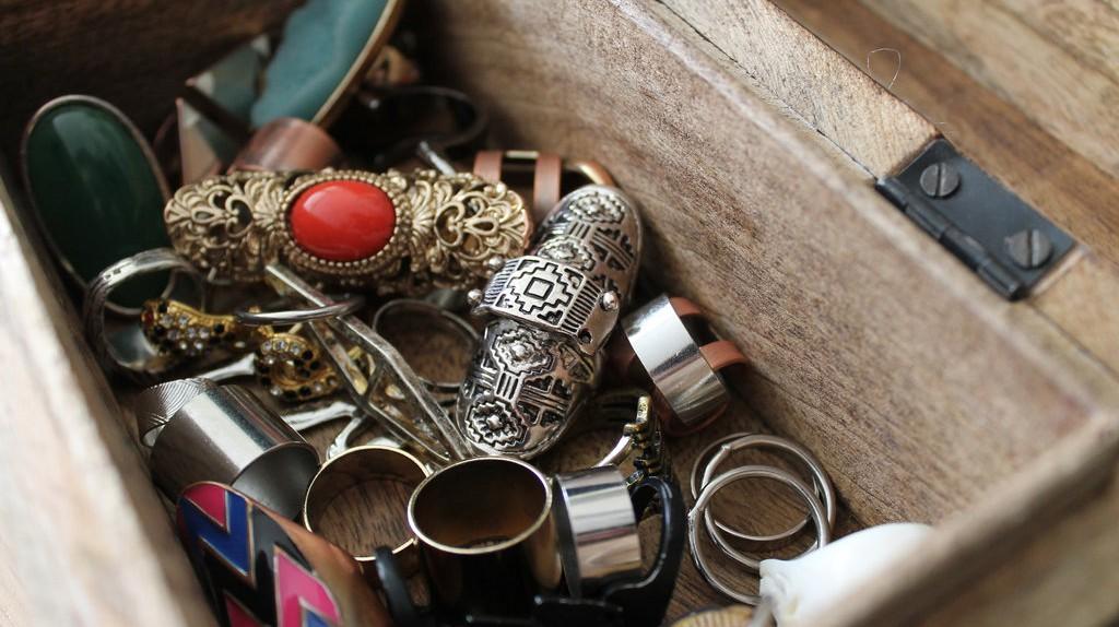 Various types of jewellery  © Stacie da Ponte/Flickr