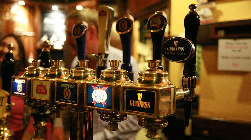 Beer Taps | © Bruno Girin, Wikipedia Commons