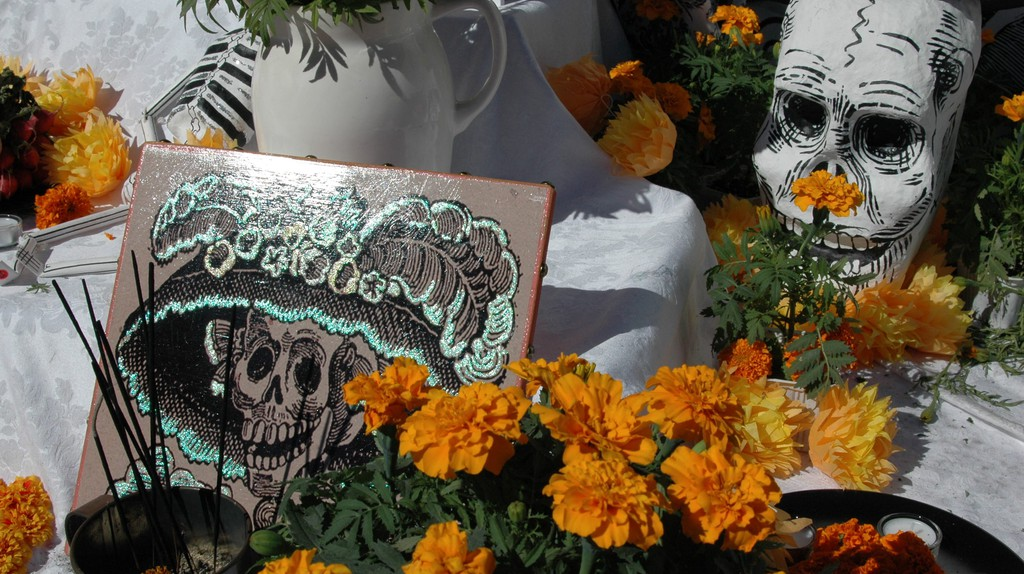 Calavera Catrina and cempasúchiles | © Martha Jimenez/Flickr