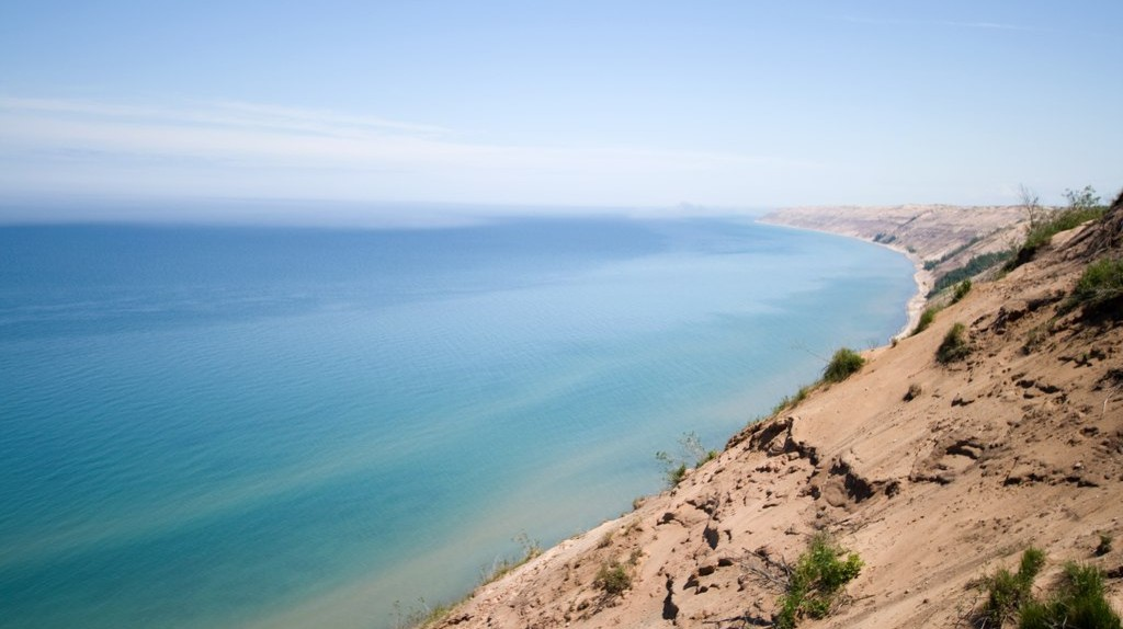 Lake Superior's sand dune shore | © Ben Husmann/Flickr