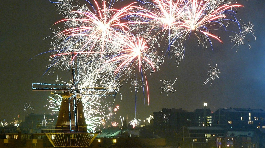 Fireworks in Amsterdam | © Eelco Cramer / Flickr