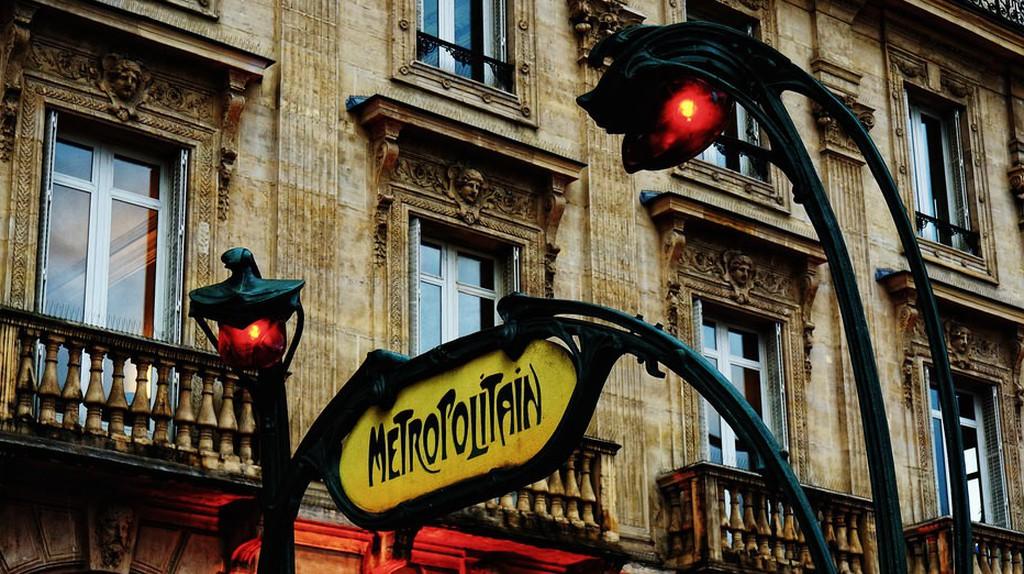 Art nouveau metro sign │© Raúl A.-