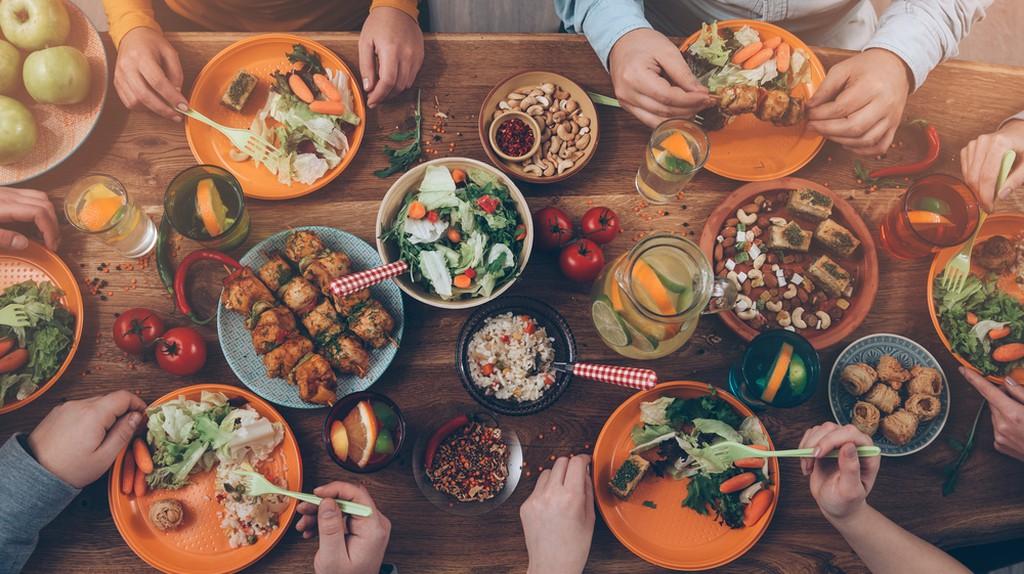 A typical Thanksgiving dinner | © gstockstudio / Shutterstock