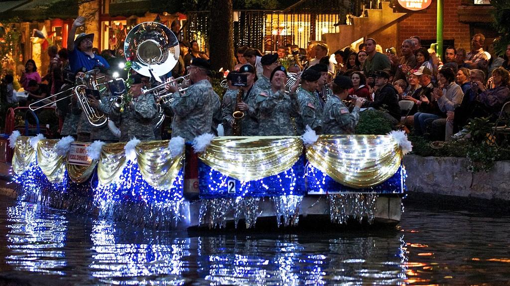River Parade San Antonio | © Larry Johnson/Flickr