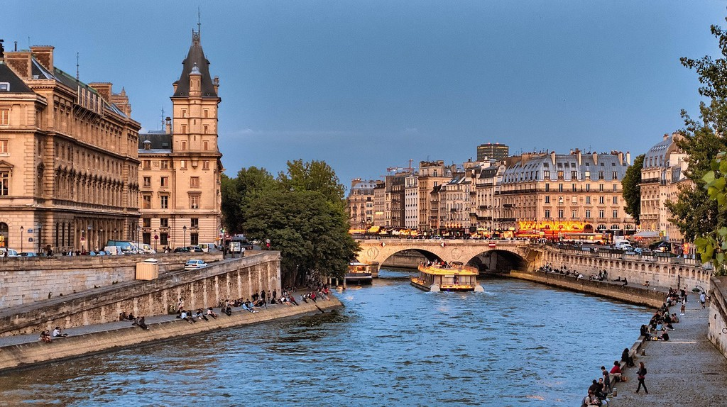 The left and right banks of Paris during the summe   © skeeze/Pixabay