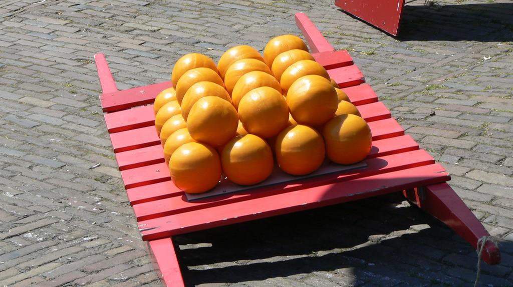 Balls of Edam cheese | © Michell Zappa/Flickr