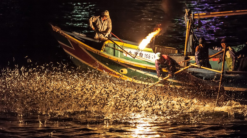 Fire fishing in Jinshan, Taiwan | © Steve Ang / Flickr