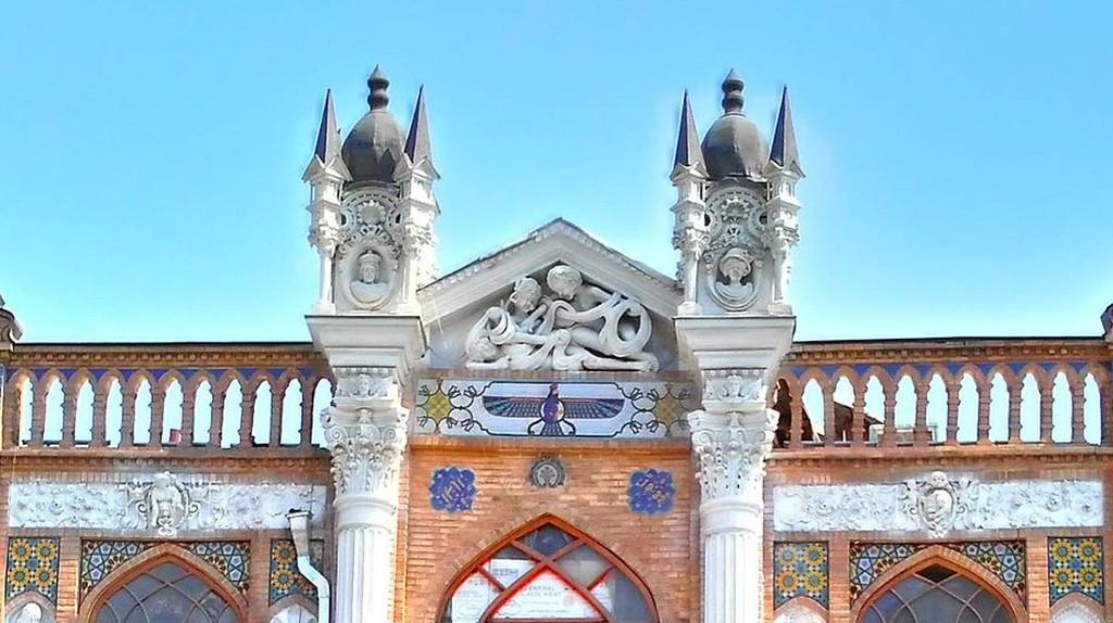 Gothic style of Saraye Roshan | © Azadi68 / Wikimedia Commons