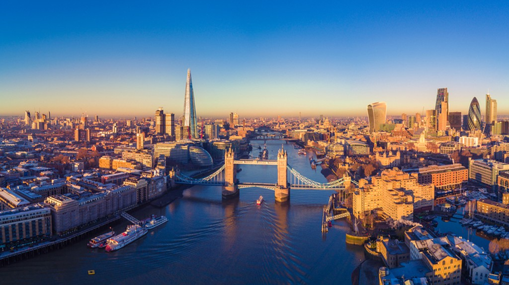 Aerial panoramic cityscape view of London and the River Thames, England, United Kingdom | ©  Engel Ching/Shuttertock