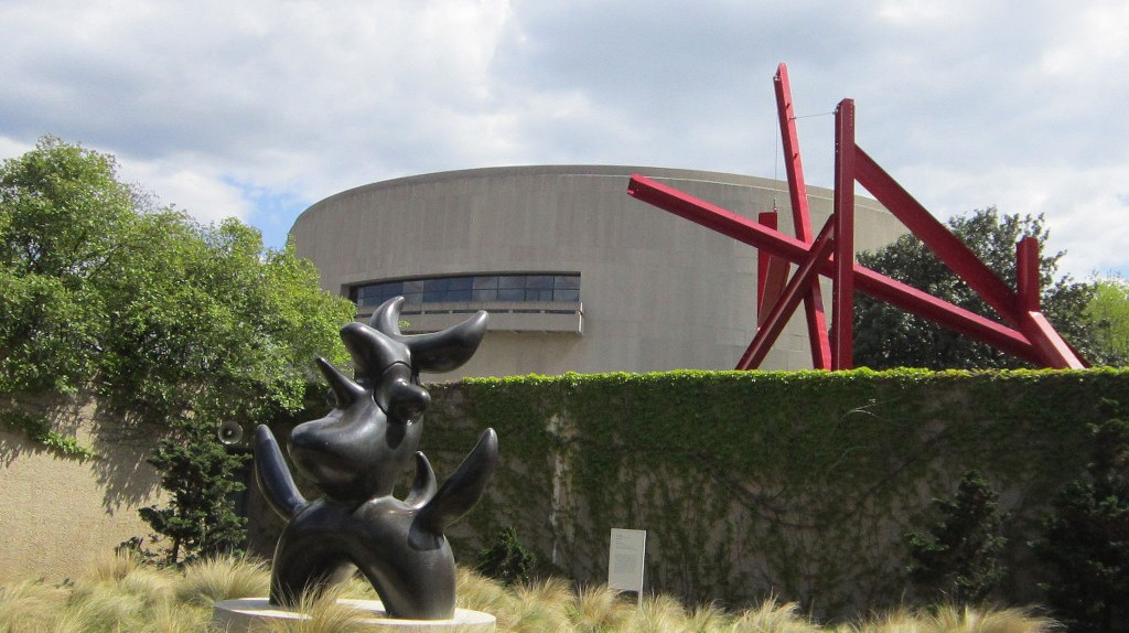 Step away from the crowds on the Mall and enjoy the solitude of the Hirshhorn Sculpture Garden   ©   Selena N.B.H. / Flickr