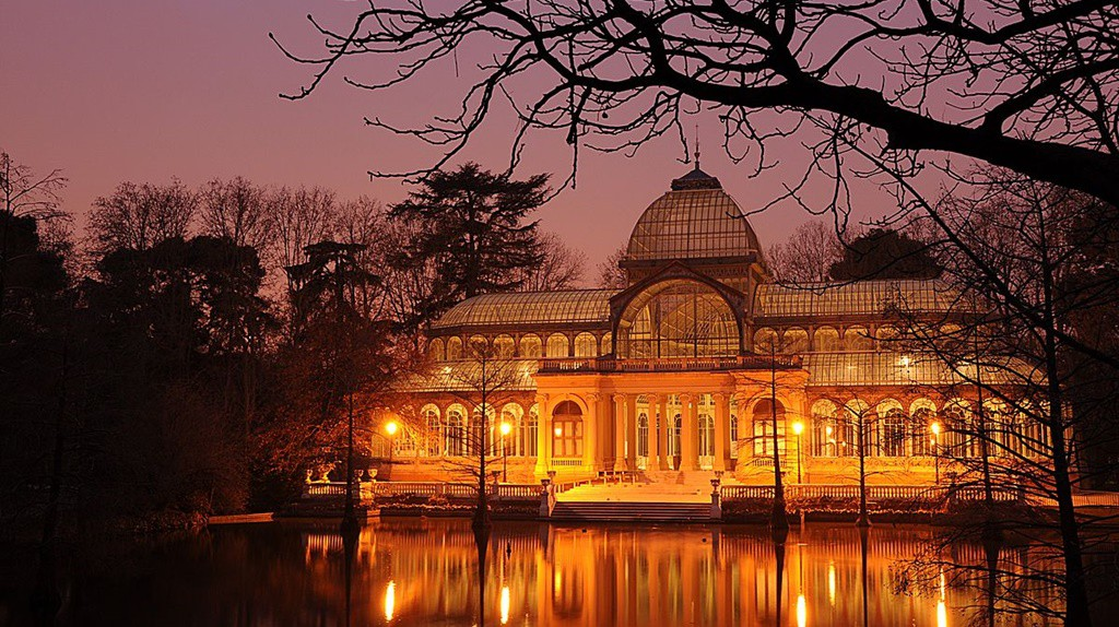 The Palacio de Cristal at night