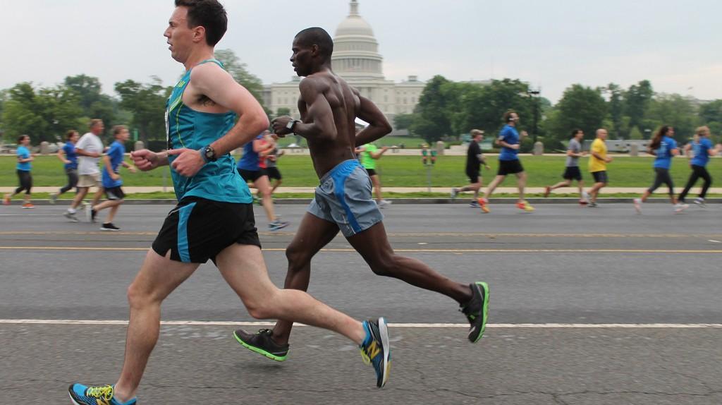 Running past history in DC   © Elvert Barnes / Flickr