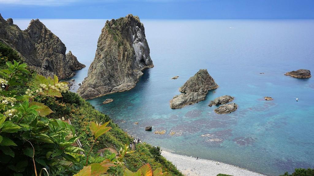 Shimamui Coast in Shakotan, Hokkaido prefecture, Japan.   ©663highland / Wikimedia Commons
