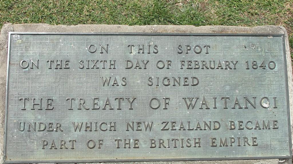 Waitangi Memorial   © Chris Gilson / Flickr
