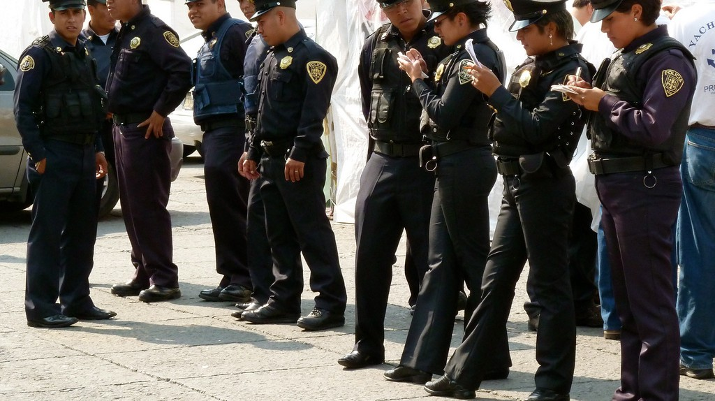 Mexico City police officers in the zocalo | © CarlosVanVegas/Flickr