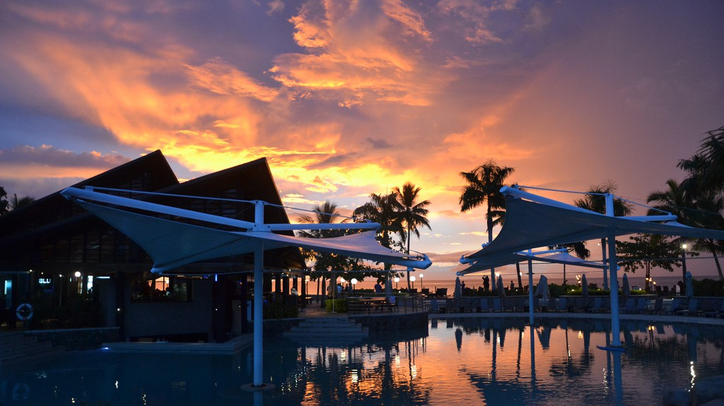 Sunset at the Raddison Blu, Denarau | © Simon Sees / Flickr