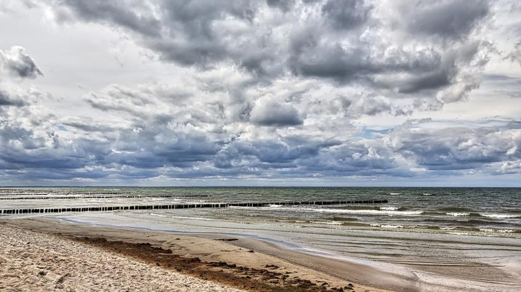 Stormy weather at sea in Hiddensee, Germany | ©Armin Staudt/Shutterstock