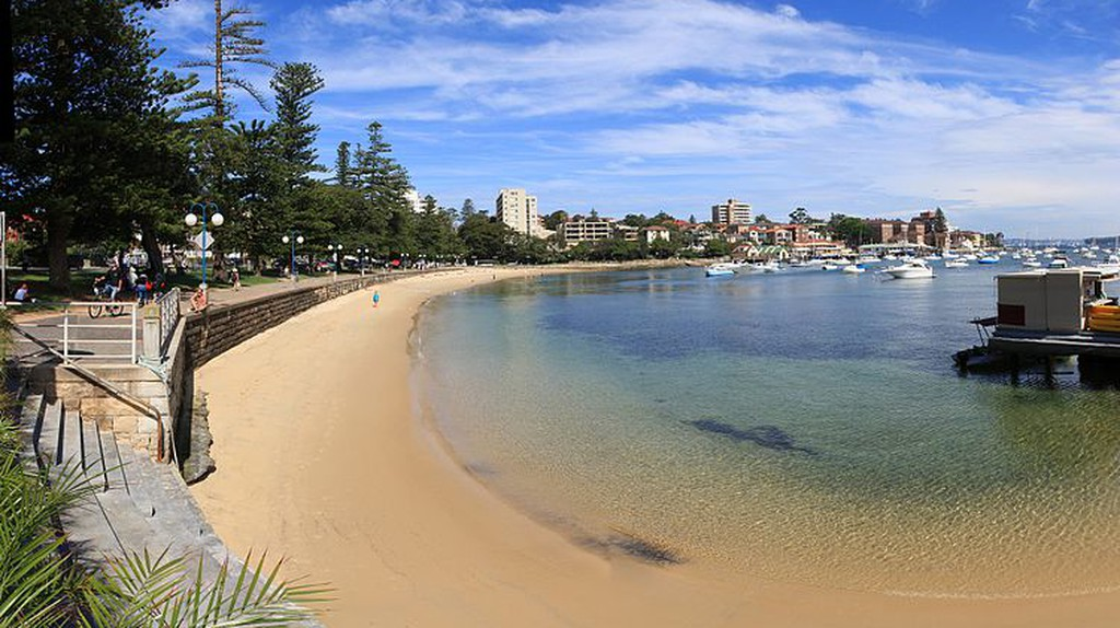 https://commons.wikimedia.org/wiki/File:Manly_sydney_harbour.jpg