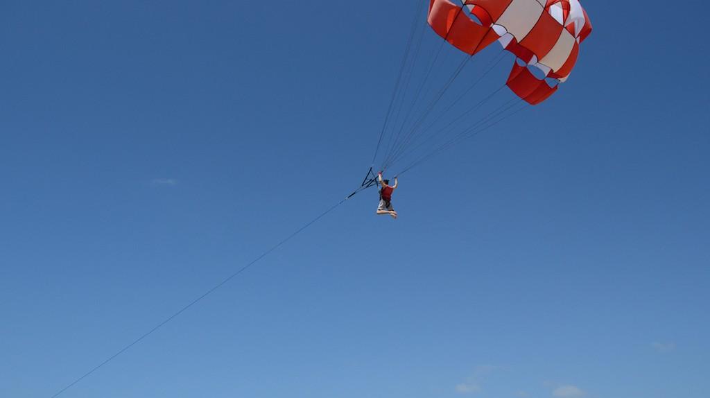 Paragliding Water Sports in Tanjung Benoa |© mainur risyada / Flickr