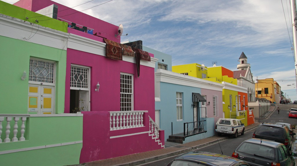 Brightly colored houses in the Bo-Kaap (former Cape Malay quarter) | © Brian Snelson / Flickr