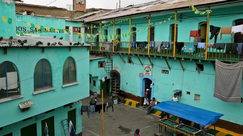 "<a href=""https://www.flickr.com/photos/galeria_miradas/6490144693/in/photostream/"">San Pedro Prison © Danielle Pereira/Flickr</a>"