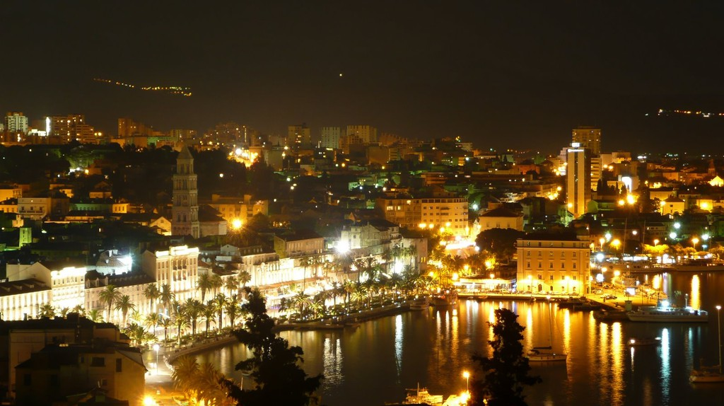 Split at night | © Tours in Croatia/Flickr