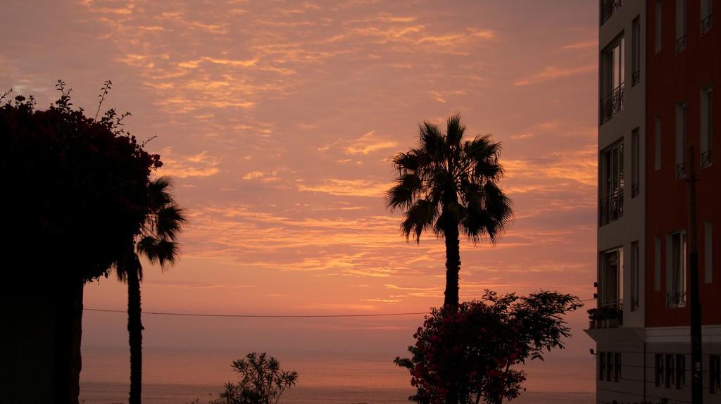 Enjoy the sunset in Barranco   © McKay Savage/Flickr