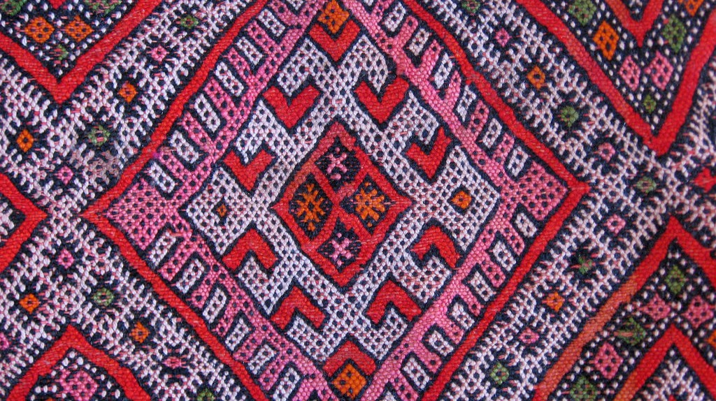 """<a href=""""https://www.flickr.com/photos/53255320@N07/5338347185/"""" target=""""_blank"""">Colourful woven Berber carpet</a> 