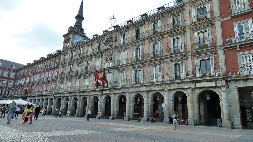 The facade of the Casa de la Panaderia in Plaza Mayor  | © Lori Zaino