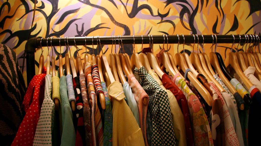Clothes on a rack | © Jason Saul/Flickr