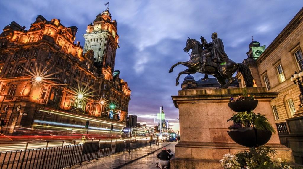 Edinburgh   © BondSupanat/Pixabay