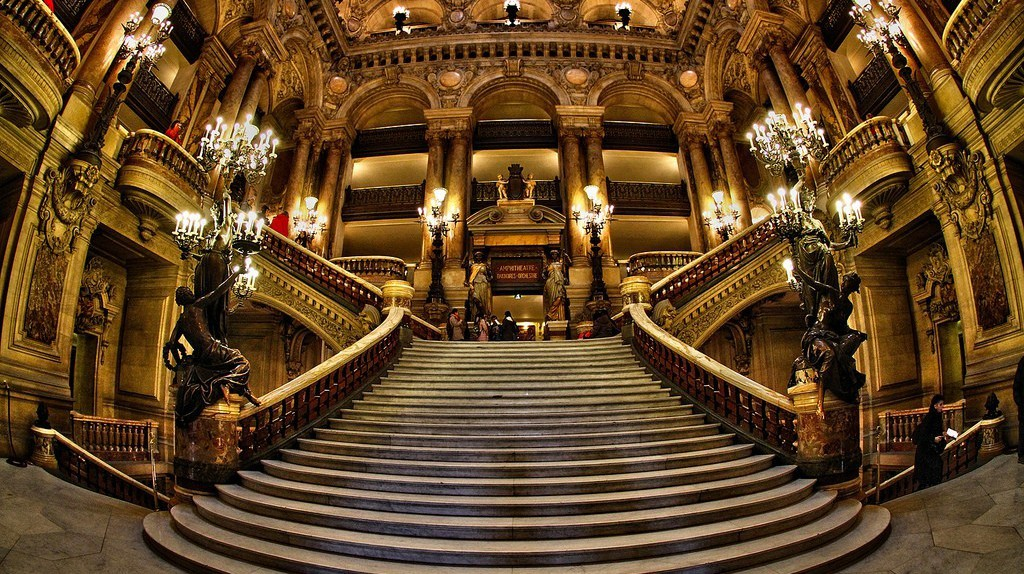 Grand staircase of the Opéra Garnier │© Véronique Mergaux / Flickr
