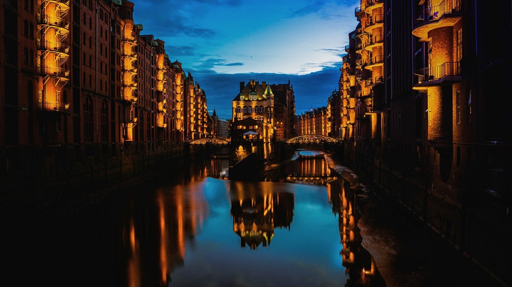 Hamburg at night |  © Pixabay