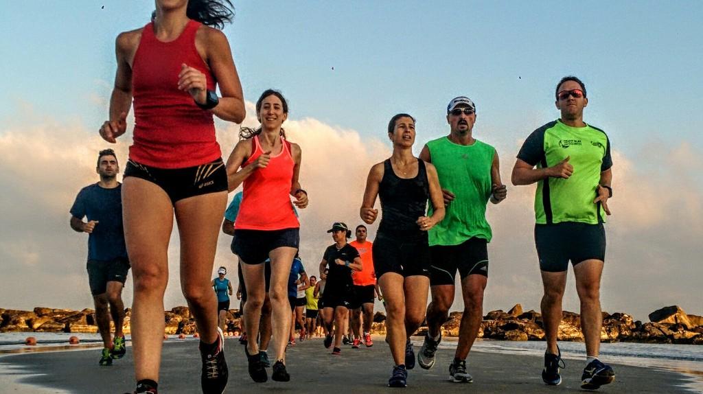 A group of runners at Tel Aviv's Gordon Beach   © Ran Shilon, Endure, Flickr