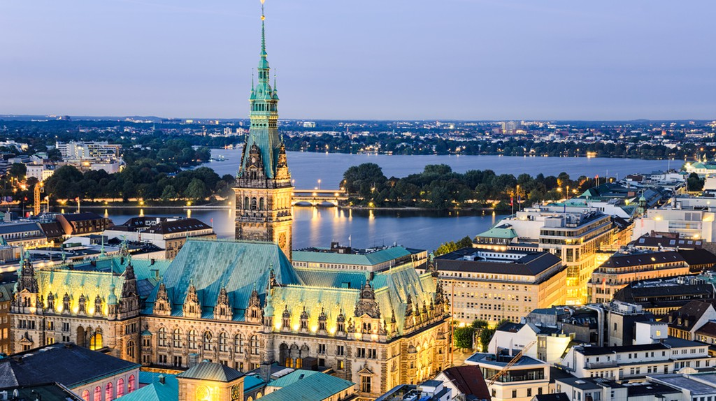 Aerial view of the City Hall of Hamburg, Germany  | © Mapics/Shutterstock