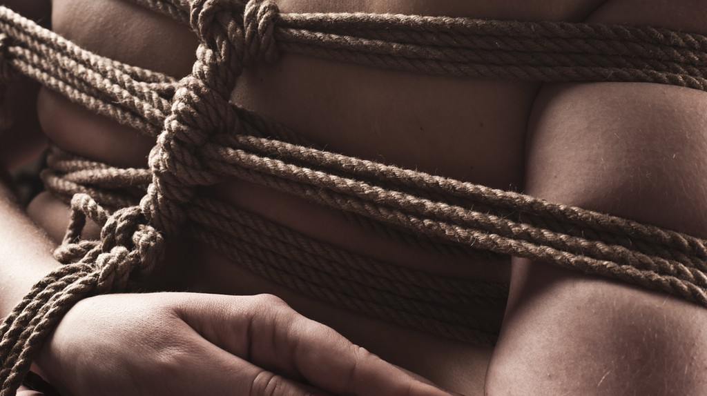 Young submissive woman in japanese bondage | © UVgreen/Shutterstock
