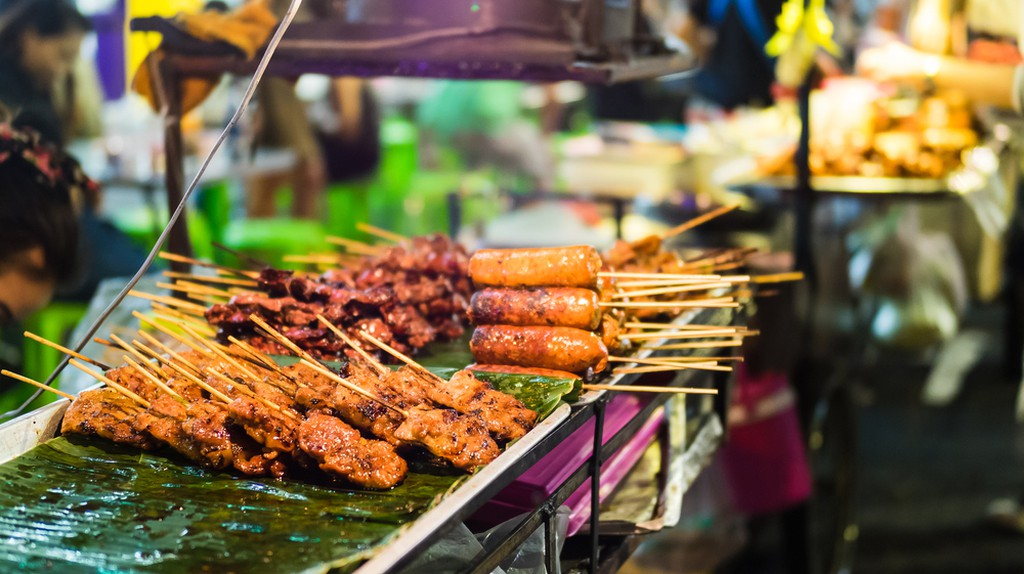 Street snacks are available across Cambodia | © Shanti Hesse / Shutterstock