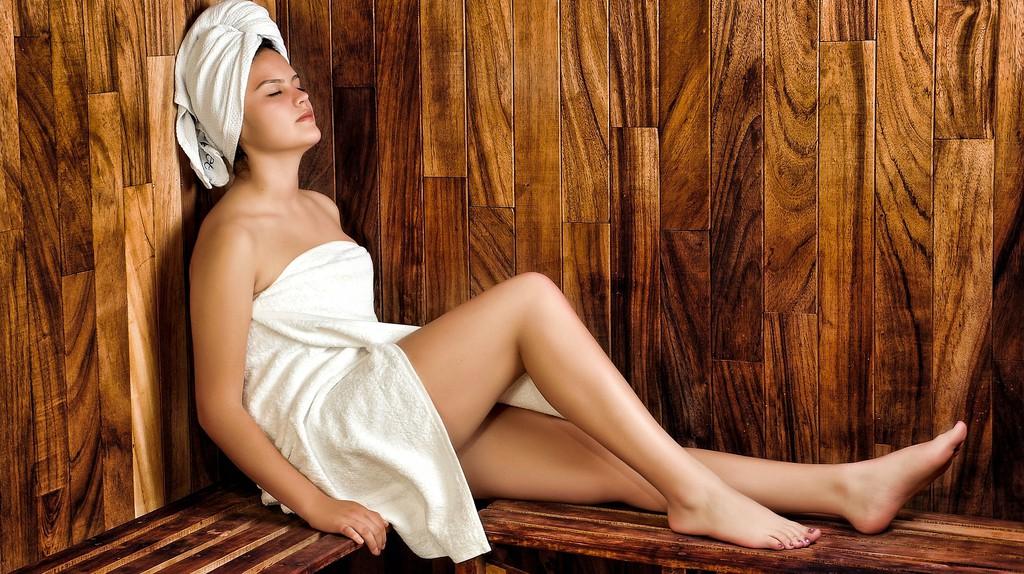 Relaxing in a sauna/ Pixabay
