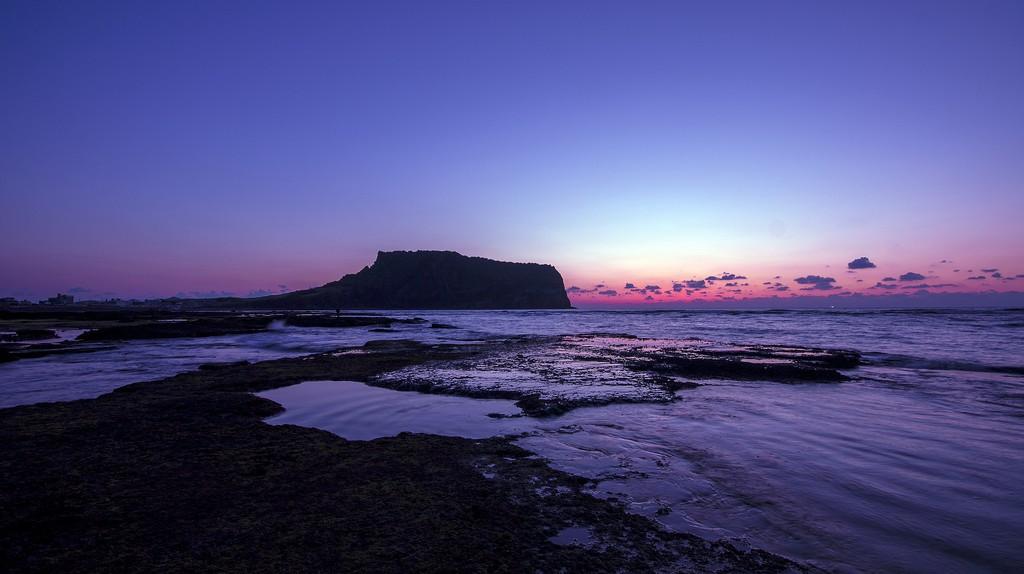 Seongsan Ilchulbong at sunset   © Seongbeom Kim / Flickr