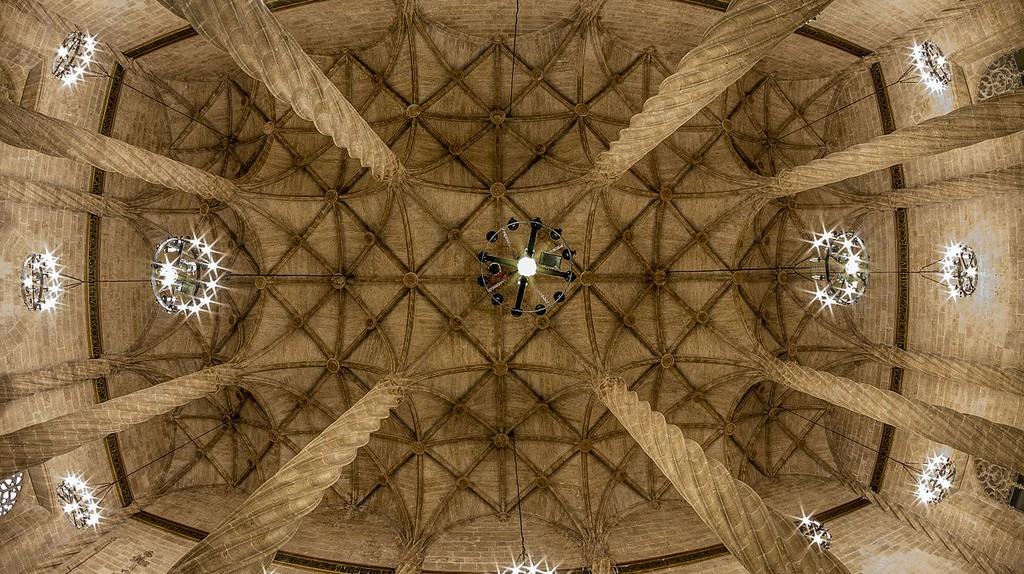 La Llotja de la Seda's Hall of Columns ceiling © Rafesmar/WikiCommons