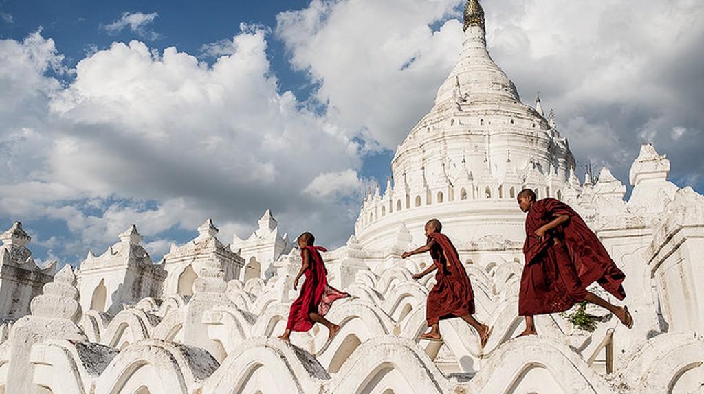 Hsinbyume Pagoda | © Sergio Carbajo/Flickr