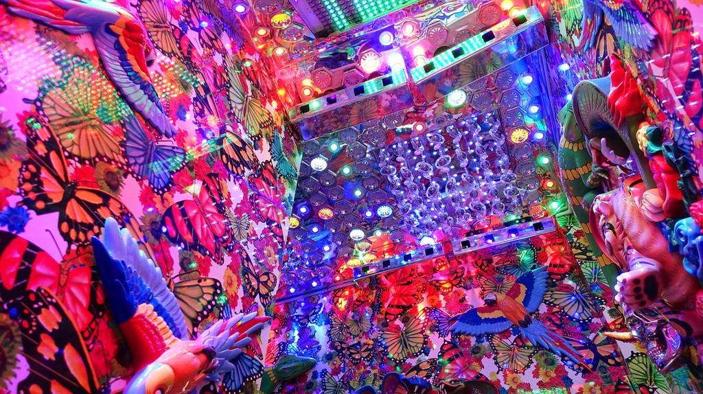 Inside the Shinjuku Robot Restaurant   © Bit Boy/Flickr