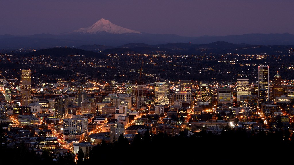 Portland at dusk | © Alejandro Rdguez / Flickr